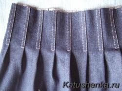 Складки на джинсовой юбке