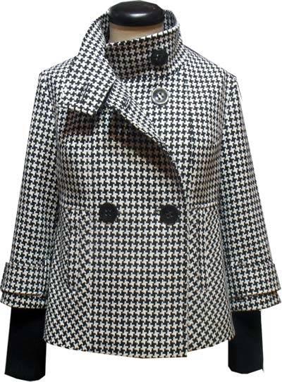 Воротник-стойка в пальто