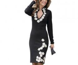 Черное платье из трикотажа с аппликацией
