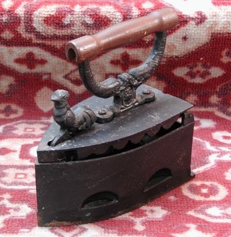 Старинные чугунные и угольные утюги
