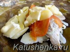 Свинина, запеченная с картошкой под майонезом